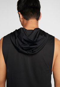 Under Armour - HOODIE - Camiseta de deporte - black/pitch gray - 3