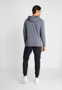 Under Armour - SPORTSTYLE HOODIE - Funkční triko - pitch gray/black - 2
