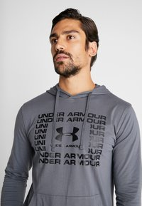 Under Armour - SPORTSTYLE HOODIE - Funkční triko - pitch gray/black - 3
