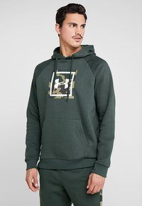 Under Armour - RIVAL PRINTED HOODIE - Hættetrøjer - baroque green - 0