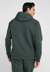 Under Armour - RIVAL PRINTED HOODIE - Hættetrøjer - baroque green - 2