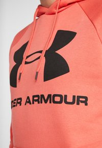 Under Armour - RIVAL SPORTSTYLE LOGO HOODIE - Hættetrøjer - martian red/black - 4
