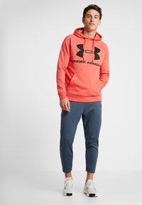 Under Armour - RIVAL SPORTSTYLE LOGO HOODIE - Hættetrøjer - martian red/black