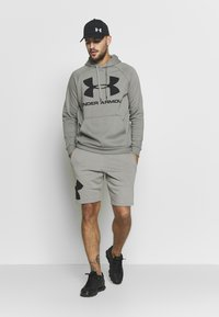 Under Armour - RIVAL SPORTSTYLE LOGO HOODIE - Kapuzenpullover - gravity green/black - 1