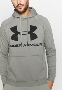 Under Armour - RIVAL SPORTSTYLE LOGO HOODIE - Kapuzenpullover - gravity green/black - 4