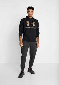 Under Armour - RIVAL SPORTSTYLE LOGO HOODIE - Huppari - black/outpost green - 1
