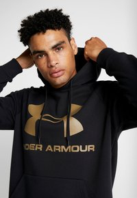 Under Armour - RIVAL SPORTSTYLE LOGO HOODIE - Huppari - black/outpost green - 5