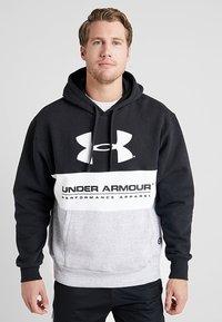 Under Armour - PERFORMANCE ORIGINATORS LOGO HOODY - Hoodie - black/white - 0