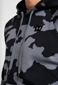 Under Armour - RIVAL CAMO HOODY - Hoodie - pitch gray/black - 4