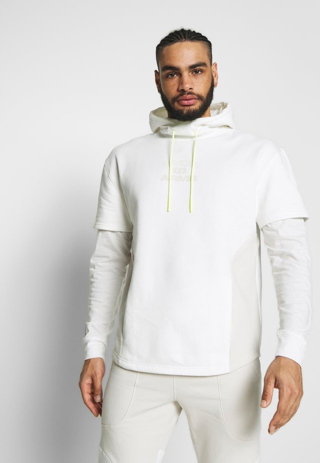 MOMENTS HOODY - Jersey con capucha - onyx white
