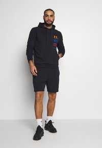 Under Armour - RIVAL ORIGINATORS HOODIE - Sweat à capuche - black/orange spark - 1