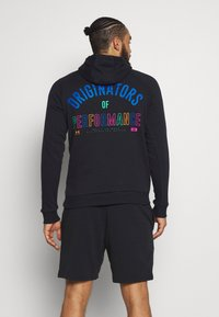 Under Armour - RIVAL ORIGINATORS HOODIE - Jersey con capucha - black/orange spark - 2