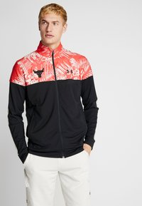 Under Armour - PROJECT ROCK TRACK JACKET - Veste de survêtement - black/versa red - 0