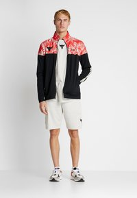 Under Armour - PROJECT ROCK TRACK JACKET - Giacca sportiva - black/versa red - 1