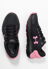 Under Armour - Obuwie do biegania treningowe - black/lipstick - 0