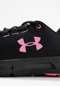 Under Armour - Obuwie do biegania treningowe - black/lipstick - 2