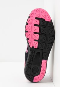 Under Armour - Obuwie do biegania treningowe - black/lipstick - 5