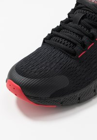 Under Armour - CHARGED ROGUE  - Scarpe running neutre - black/versa red - 2