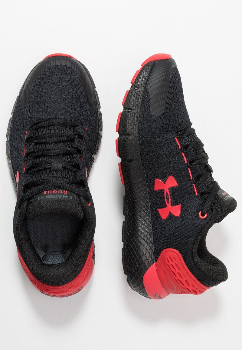 Under Armour - CHARGED ROGUE  - Scarpe running neutre - black/versa red