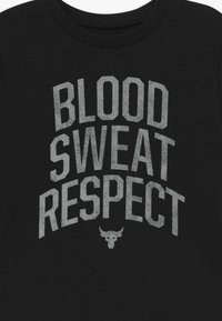 Under Armour - PROJECT ROCK BLOOD SWEAT RESPECT - T-shirt con stampa - black/summit white - 3