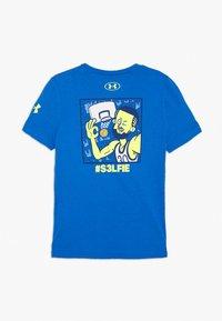 Under Armour - SC30 SELFIE TEE - T-shirt z nadrukiem - versa blue/x ray - 1