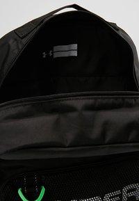Under Armour - BOYS SELECT BACKPACK - Batoh - black/black/white - 5