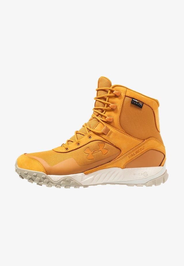 VALSETZ  - Chaussures de marche - spiced gold/summit white