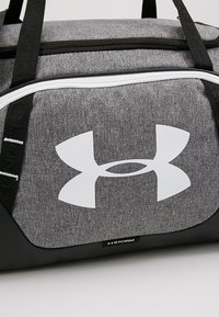 Under Armour - UNDENIABLE DUFFLE 3.0 SMALL - Sporttasche - graphite - 7