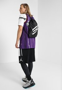 Under Armour - OZSEE SACKPACK - Sac de sport - black/black/white - 1