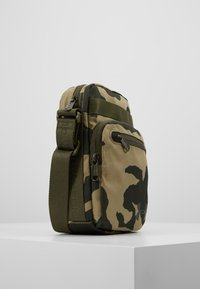 Under Armour - CROSSBODY - Torba na ramię - outpost green/guardian green/black - 3