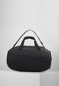 Under Armour - UNDENIABLE DUFFEL 4.0 SM - Sportovní taška - black/silver - 3