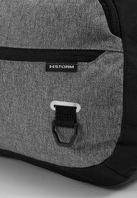 Under Armour - UNDENIABLE DUFFEL 4.0 - Sportovní taška - graphite medium heather/black - 7