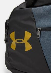 Under Armour - UNDENIABLE DUFFLE - Sportovní taška - black - 7