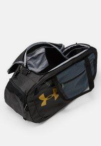 Under Armour - UNDENIABLE DUFFLE - Sportovní taška - black - 3