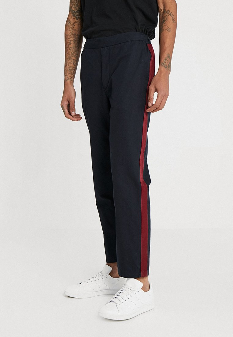 Uniforms for the Dedicated - ILLUSION TROUSER - Trousers - dark navy