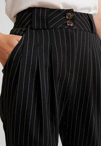 UNIQUE 21 - PINSTRIPE SLIM FIT CIGARETTE TROUSER - Kalhoty - black - 4
