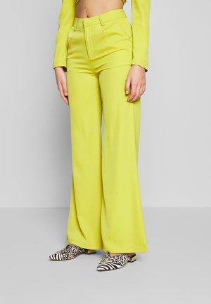 Pantalones - charreuse