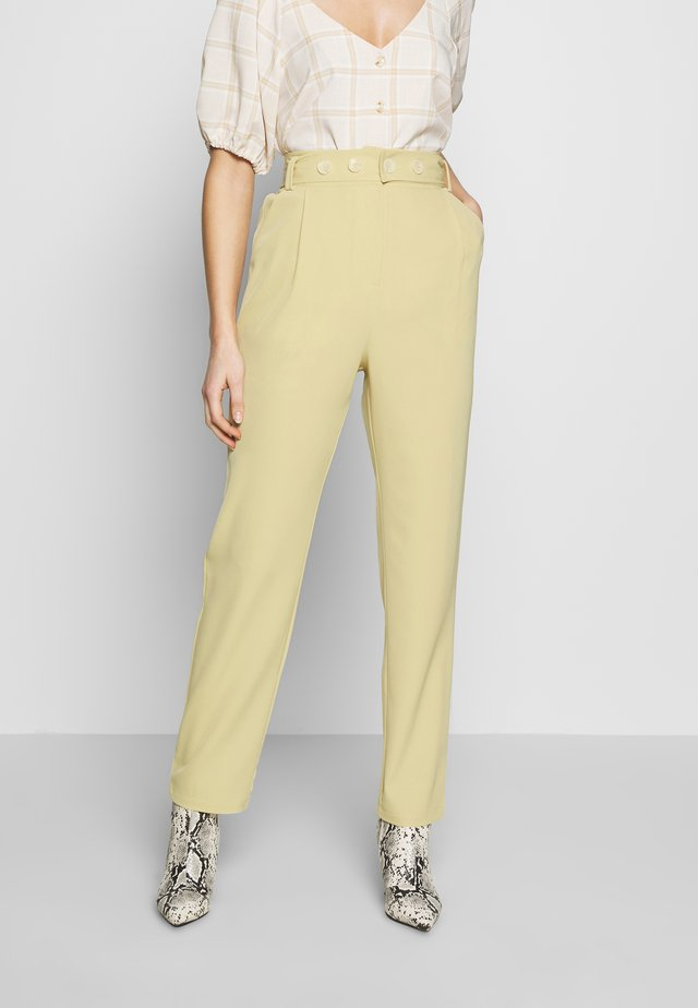 UTILITY BELT TAILORED TROUSERS - Stoffhose - lemon