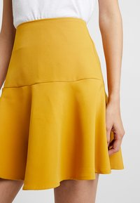 UNIQUE 21 - FRILL HEM  - Minisukně - yellow - 4