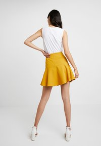UNIQUE 21 - FRILL HEM  - Minisukně - yellow - 2