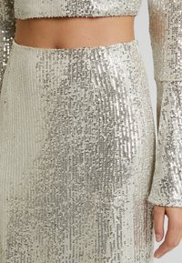 UNIQUE 21 - SEQUIN MIDI SKIRT - Bleistiftrock - brushed silver - 4