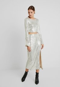 UNIQUE 21 - SEQUIN MIDI SKIRT - Bleistiftrock - brushed silver - 1