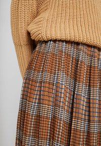 UNIQUE 21 - PLEATED SKIRT IN CHECK PRINT - Jupe trapèze - mustard - 4