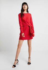 UNIQUE 21 - LONG SLEEVE DRESS TIE - Vestito estivo - red - 1