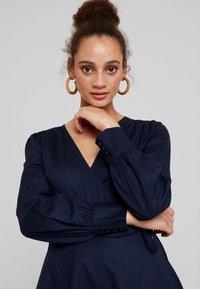 UNIQUE 21 - TAILORED WRAP DRESS - Robe d'été - blue - 3