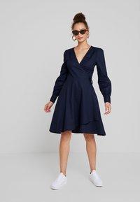 UNIQUE 21 - TAILORED WRAP DRESS - Robe d'été - blue - 1