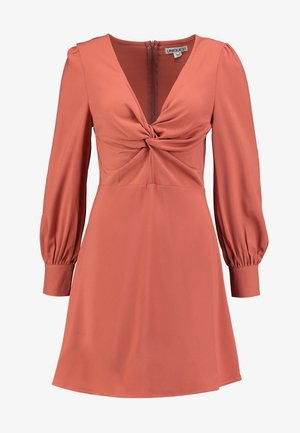 TWIST FRONT PLUNGE MINI DRESS - Denní šaty - rust
