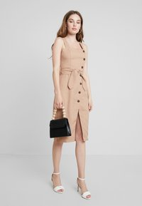 UNIQUE 21 - BUTTON FRONT MIDI DRESS - Abito a camicia - camel - 2