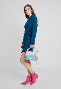 UNIQUE 21 - BELTED BLAZER DRESS - Denní šaty - blue - 2