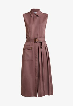 TAILORED SLEEVELESS DRESS WITH PLEATED AND POCKET DETAILS - Skjortekjole - plum